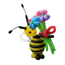 Пчелка с букетом ромашек