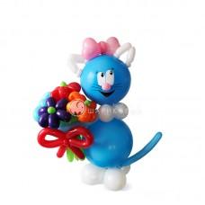 """Фигура """"Котенок с букетом"""" из шариков"""